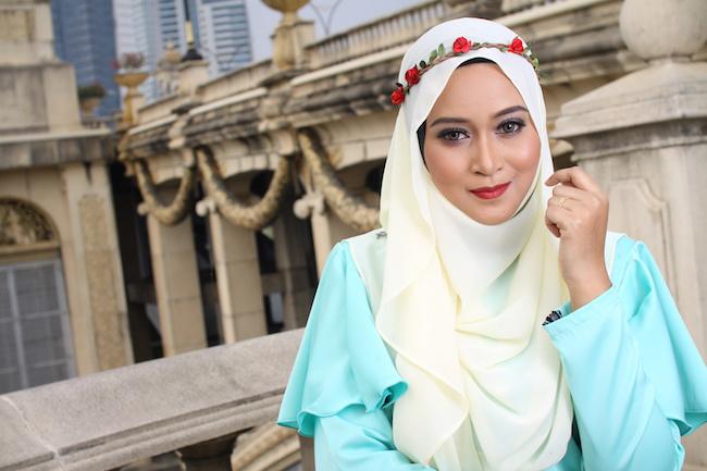 high fashion muslim women posing at bridge
