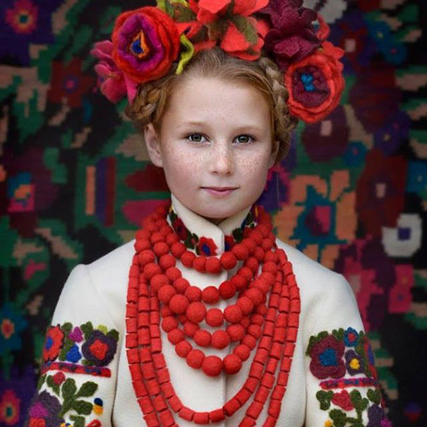 11-3-16-floral-crown-of-ukrainian-women-celebrates-beauty-and-tradition-10