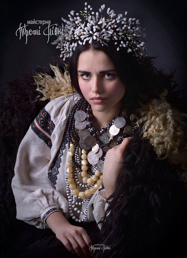11-3-16-floral-crown-of-ukrainian-women-celebrates-beauty-and-tradition-11