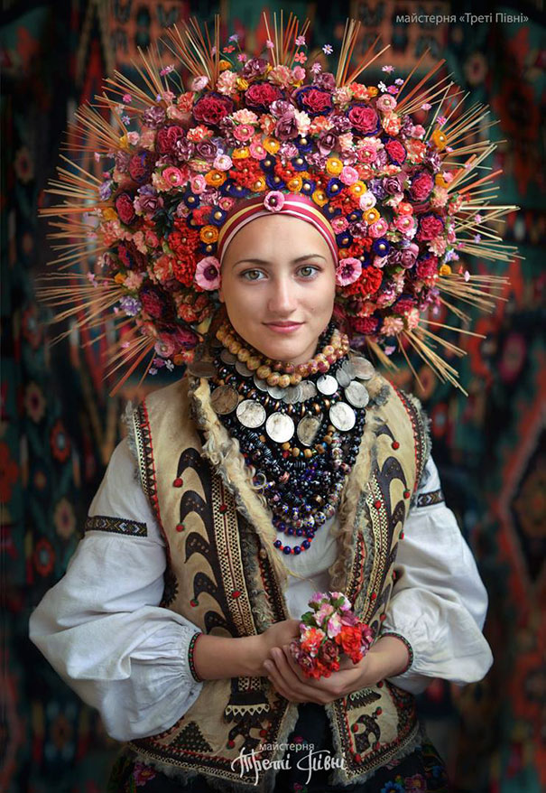 11-3-16-floral-crown-of-ukrainian-women-celebrates-beauty-and-tradition-2