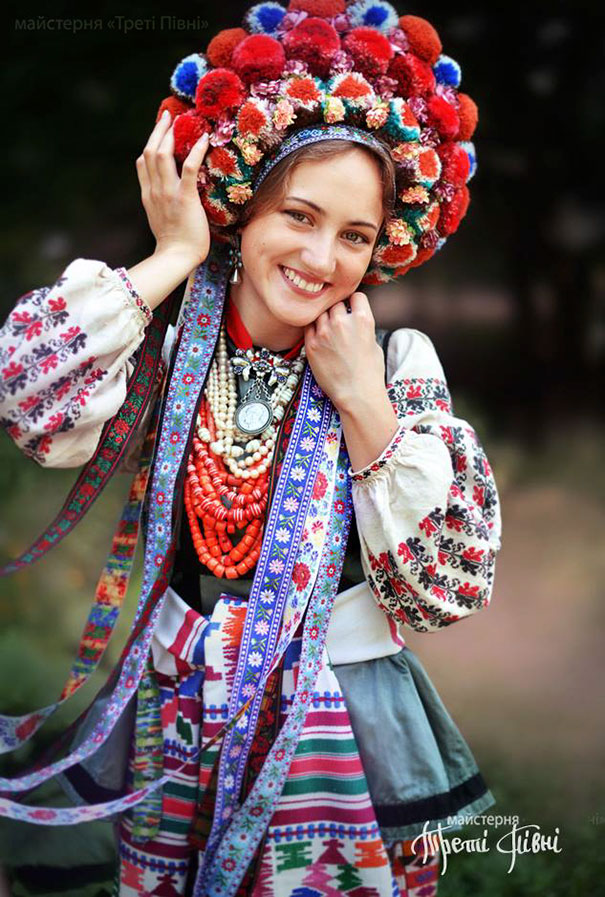 11-3-16-floral-crown-of-ukrainian-women-celebrates-beauty-and-tradition-8