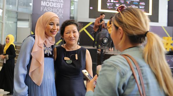modest fashion, hijab fashion, muslim woman, goltune news, peace journalism