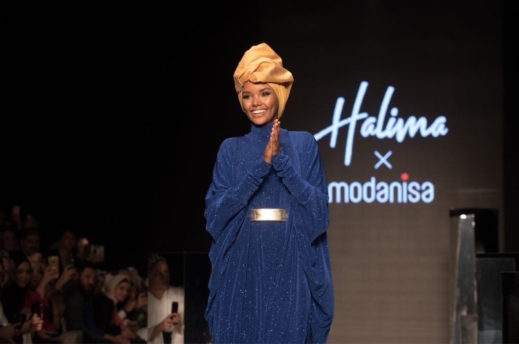 halima aden hijab wearing model